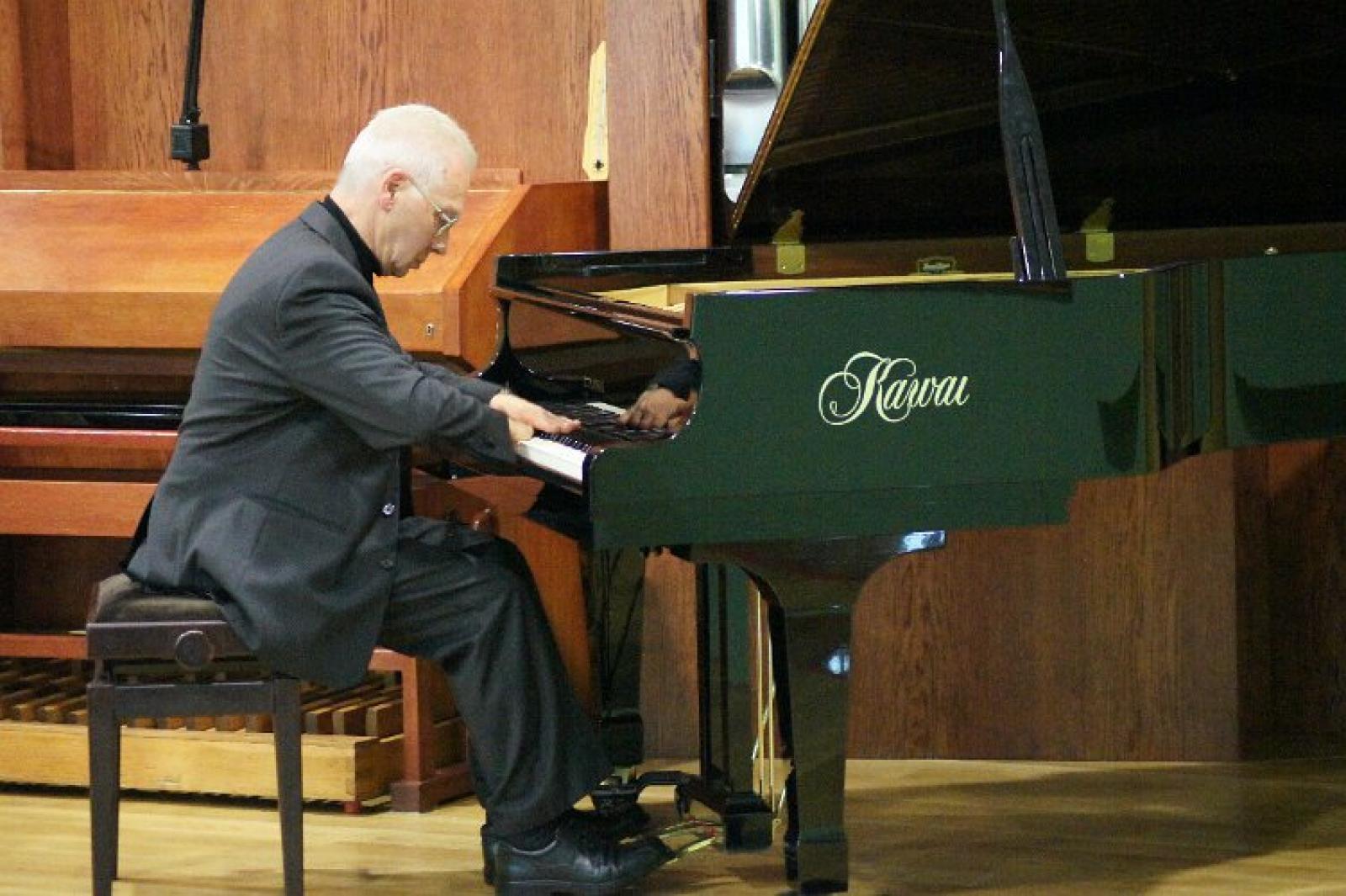 """Szabolcs Esztényi - """"Improwizacja w świetle języka muzycznego"""" - wykład i zajęcia warsztatowe."""